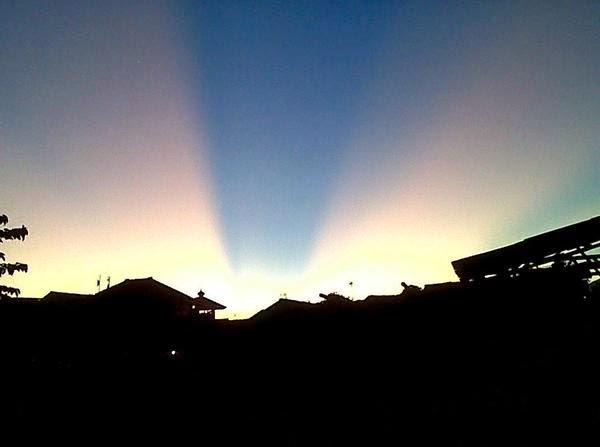 Anticrepuscular Rays, Peristiwa Langit Terbelah yang Biasa