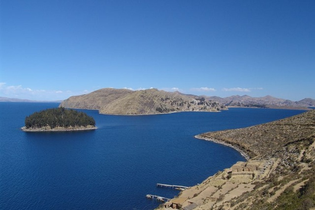 Lake titicaca peru highest navigable lake in the world for Best places to visit over christmas in the us
