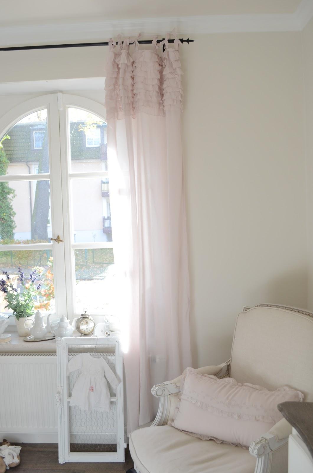 shabby rose white living seidenzarte gardinen von chic. Black Bedroom Furniture Sets. Home Design Ideas