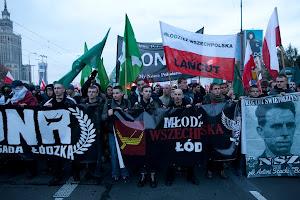 Łódzcy narodowcy i patrioci na Marszu Niepodległości 212
