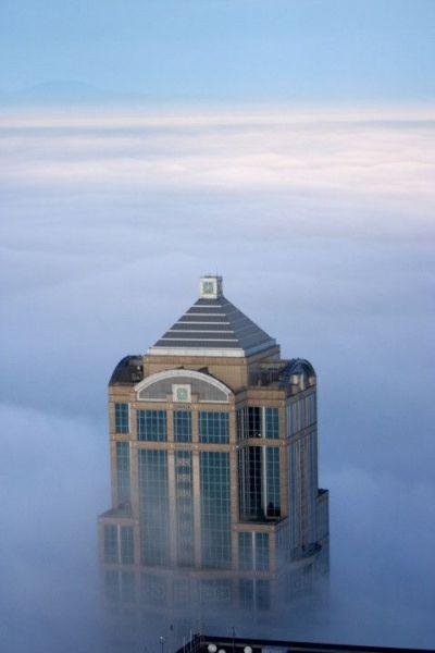 Construção que chega nas nuvens