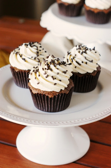 Light & Fluffy Chocolate Cupcakes with THE BEST Vanilla Frosting www ...
