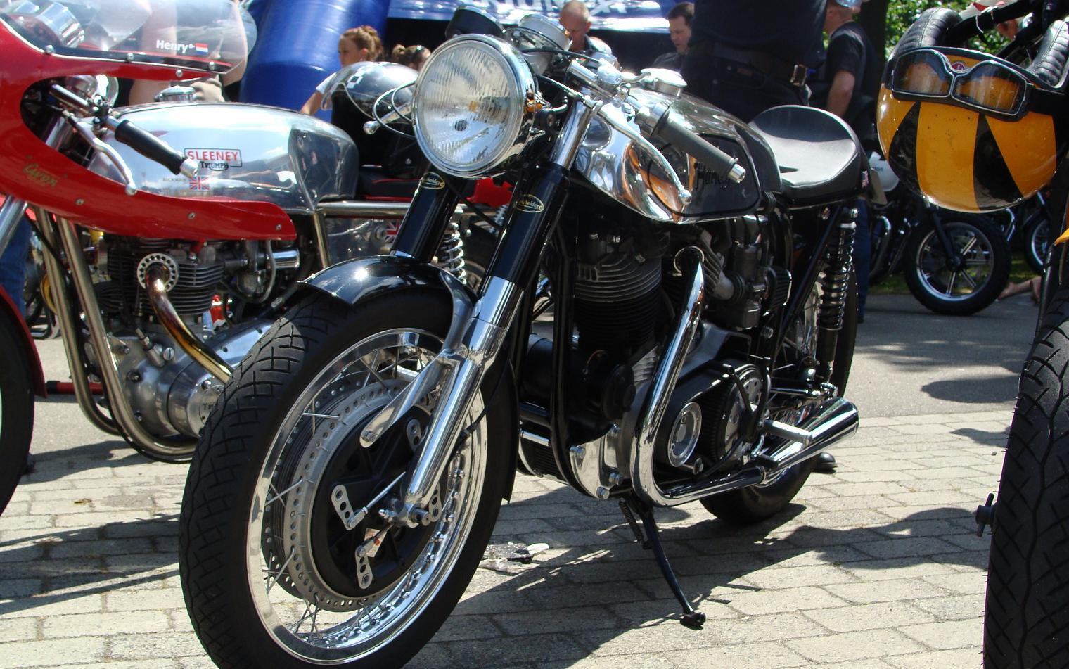 cafe racer twin title=