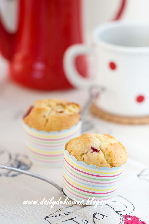 dailydelicious: Strawberry Yogurt Muffins