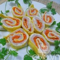 Thơm ngon trứng cuộn giò sống