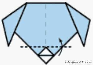 Bước 5: Gấp lớp trên cùng vừa gấp xong 1 lần nữa như hình vẽ để tạo mũi chó