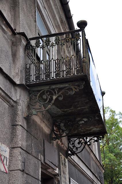 Końskie, dom przy ul. Zamkowej 20.Zabytkowy, jakże ozdobny balkon. Fot. KW.