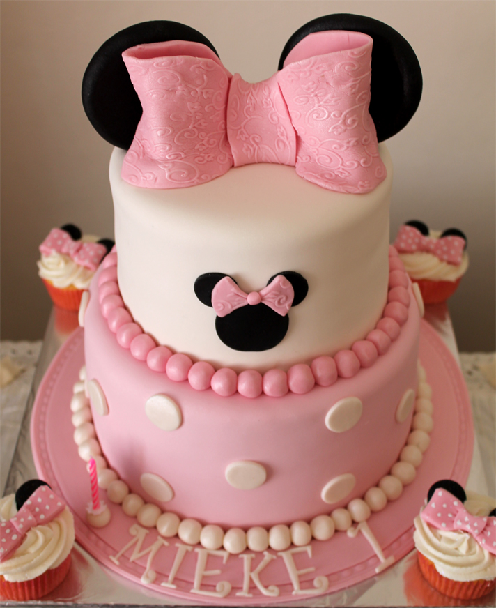 Delana s Cakes: Minnie Mouse Cake