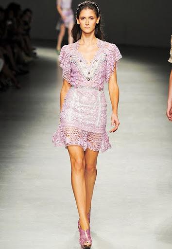 Къса рокля от дантела дизайнер Angelo Marani