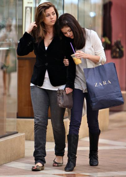 selena-gomez-casual-outfits