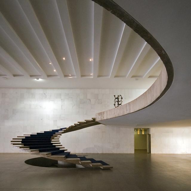 Linea di sezione scala niemeyer - Scale a chiocciola moderne ...