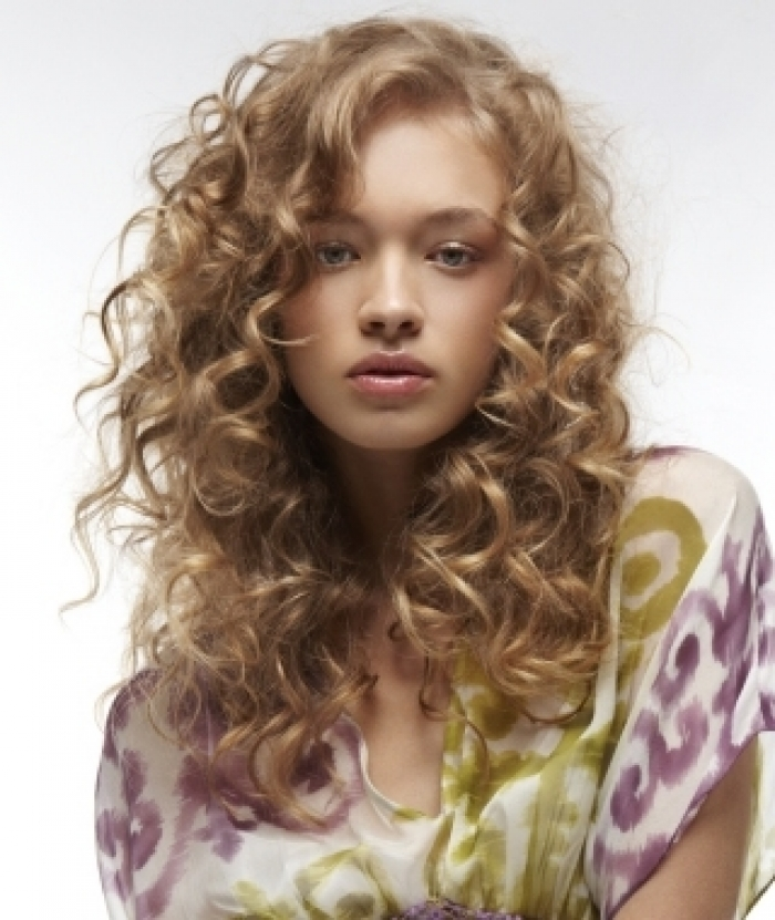 curly hairstyles long curly haircuts