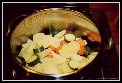 verdure crude tagliate in pentola