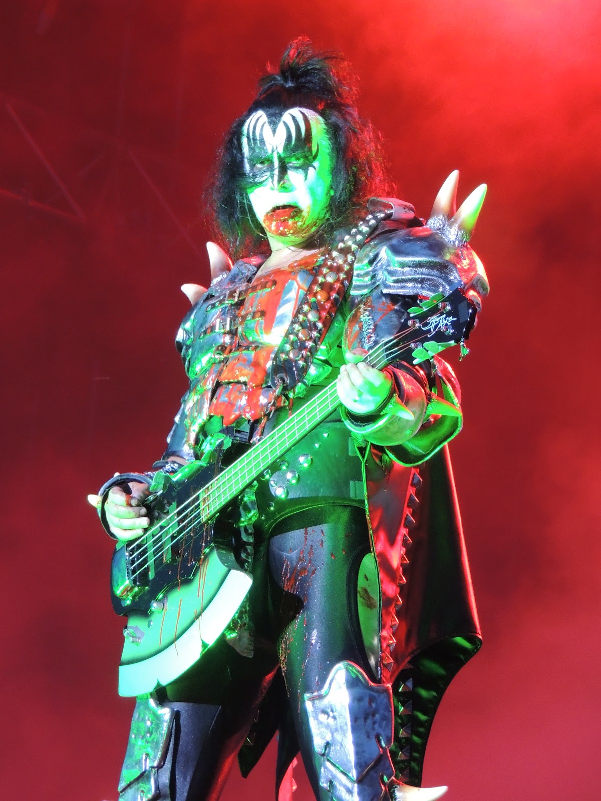 gene simmons on stage. kiss\u0027 gene simmons reveals how he avoids getting tired on stage