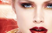 Maquillaje rojo y dorado intenso
