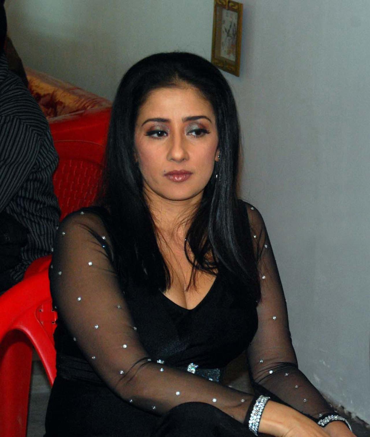 Manisha Koirala Actress Hot Pics In Saree Photos
