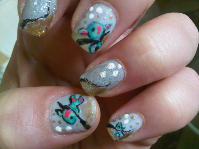 Glitter and fish manicure
