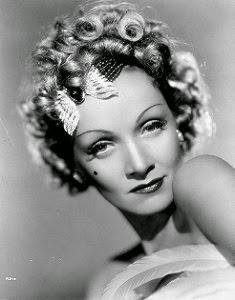 La mirada y el glamourazo de Marlene, ! me alucina !!