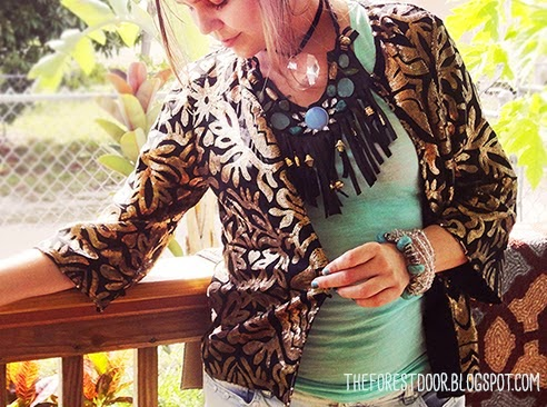 http://theforestdoor.blogspot.com/2014/08/boho-fringe-statement-necklace-diy.html