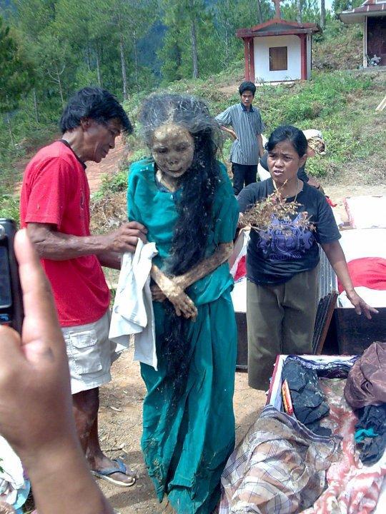 Wanita Ini Pulang Sendiri Ke Rumah Selepas Mati
