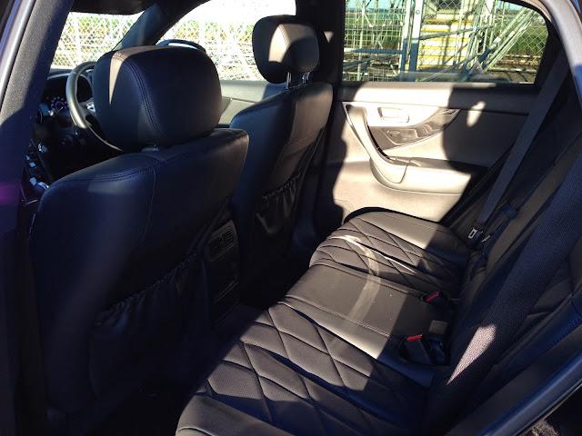 Infiniti QX70 rear seats