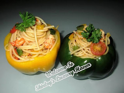 cooking Japanese wafu spaghetti in capsicum cups