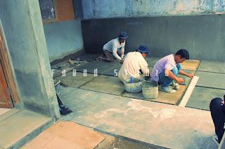 Pembuatan lantai ruang parkir rumah