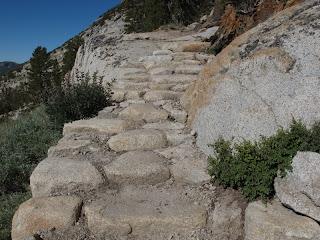 Treppen dieser Art in Yosemite sehen ein bisschen aus wie enge Gassen in alten Mittelmeerstädtchen