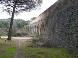 Sendero y puente en Valdelatas