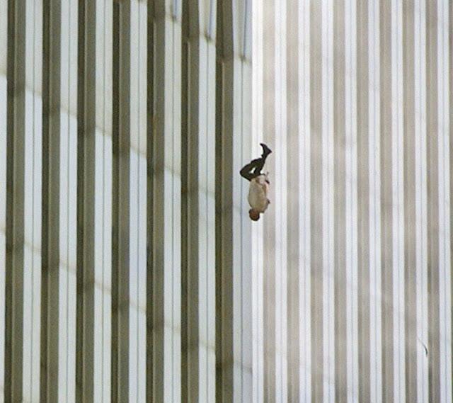عجائب الدنيا وهل تعلم - رجل يسقط من مركز التجارة العالمي في 9/11