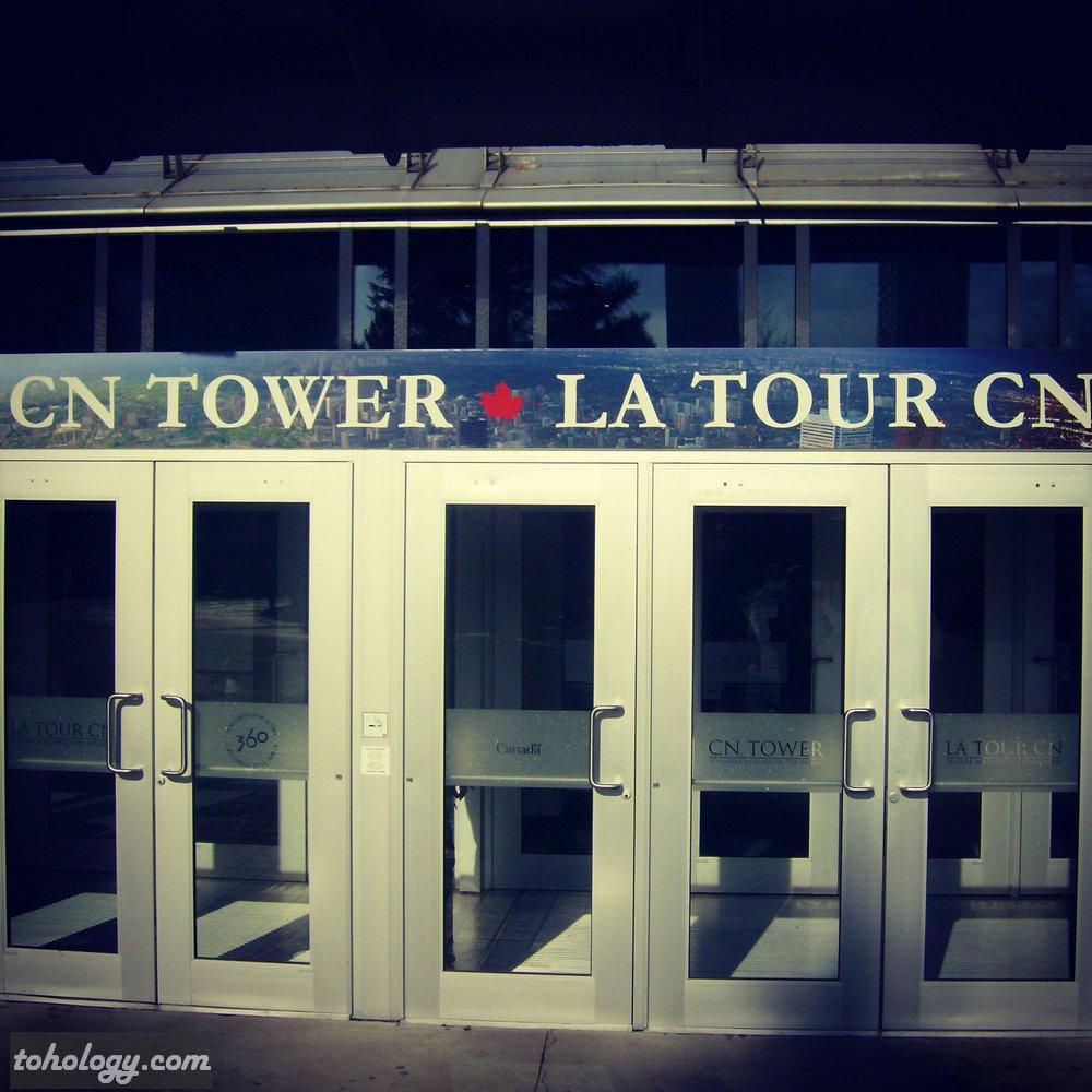 CN Tower (La Tour CN) Entrance