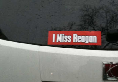 Bumpersticker on car: I miss Reagan