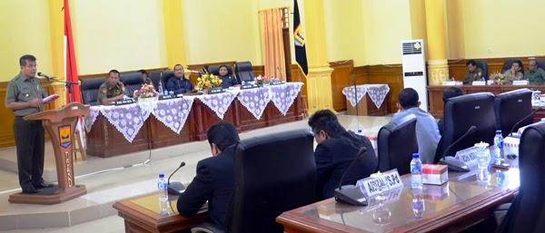 Jawab Pandangan Fraksi DPRD, Mukhlis Kembali Tegaskan PNS Wajib Domisili di Kota Pariaman