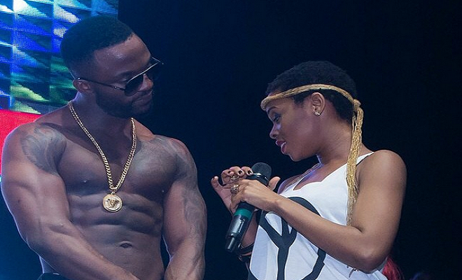 Spotted! Chidinma Checking out Iyanya's Left NIPPLE ... Hmmnnnn! So HORNY!!