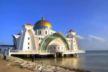 مسجد مضيق ملقا في ماليزيا....أحد أجمل المساجد في العالم