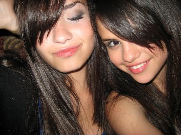 gomez lesbian Selena demi lovato