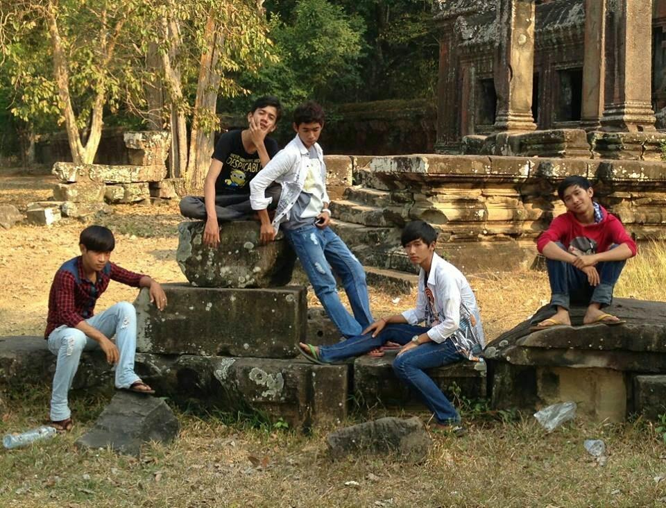 Angkor Wat boys