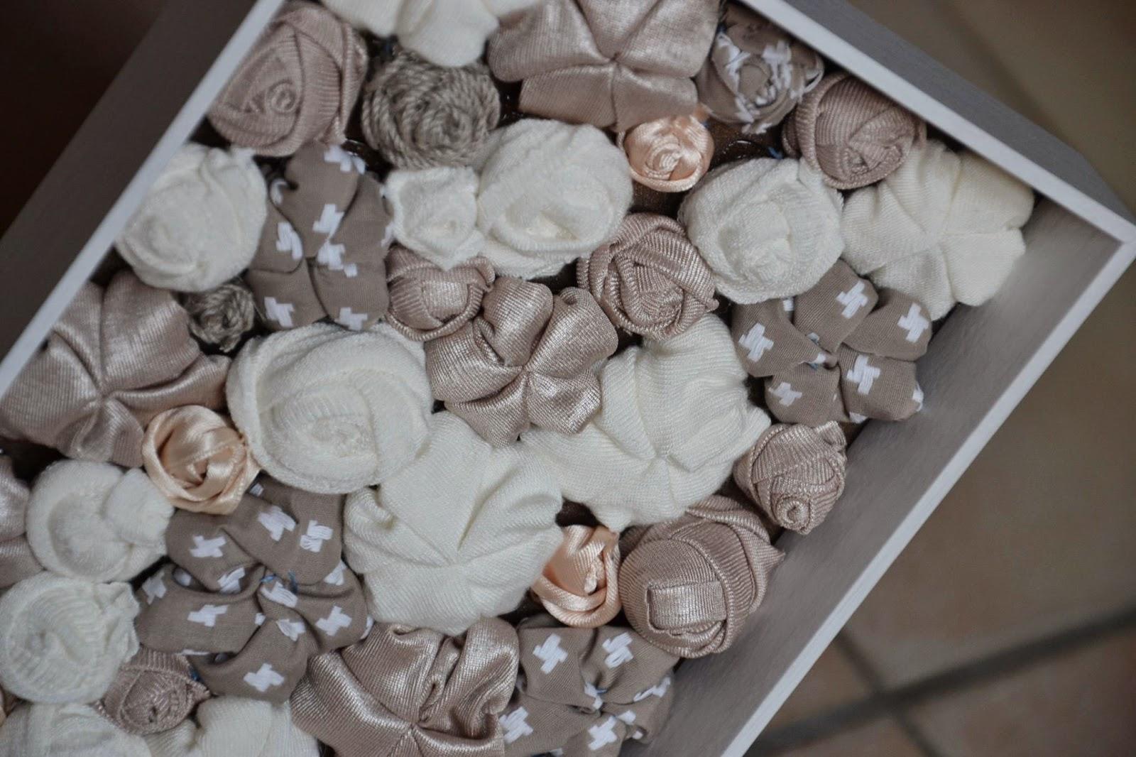 Handalicious quadretto decorativo con fiori in stoffa for Fiori di stoffa shabby chic
