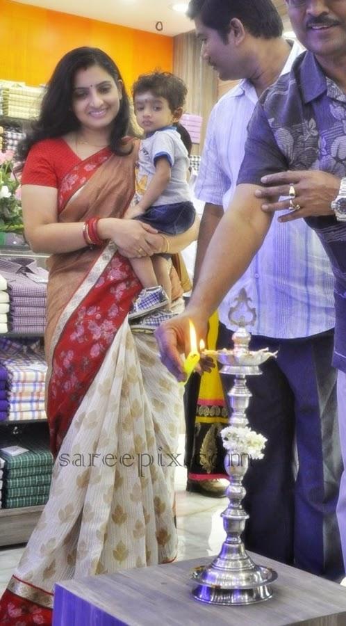 Actress-Sujitha-saree-Aviator-showroom-launch