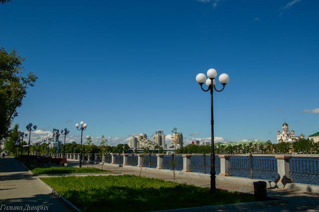 Путешествия: О жизни: Набережная городского пруда Екатеринбург фото