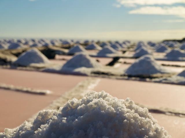 La sal apilada secandose al sol, Salinas de Fuencaliente, la Palma