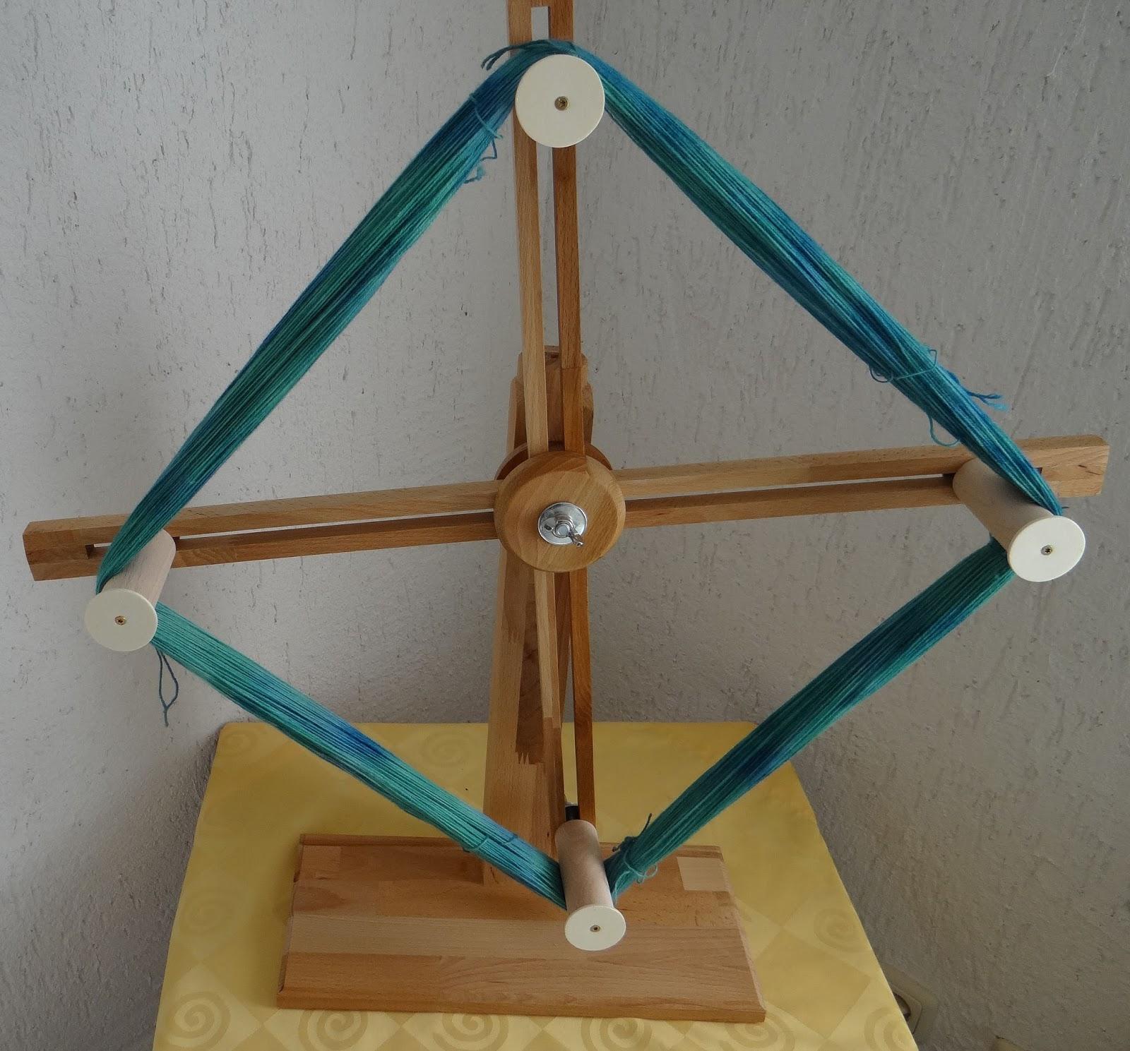 holzwurm 39 s hilfen f r stricken spinnen h keln wollwickler wollhaspel. Black Bedroom Furniture Sets. Home Design Ideas