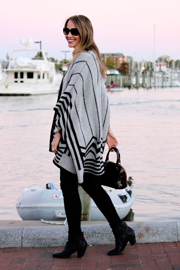 Easy fall outfit: poncho, leggings & booties