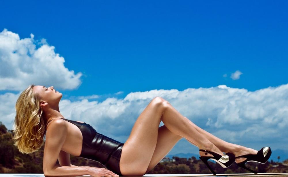 Yvonne Strahovski in Bikini