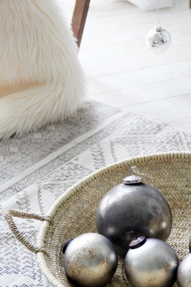 lady stil diy leiter weihnachtsbaum. Black Bedroom Furniture Sets. Home Design Ideas