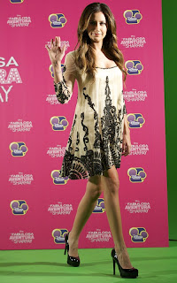 2011Ashley-Tisdale-on-madrid-01.jpg