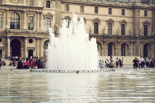 louvre paris fountains