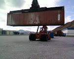 Equipamento de movimentação de contentores do Porto do Porto Santo