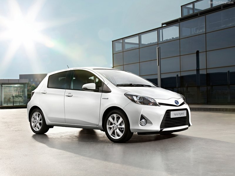 Gambar Toyota Yaris Hybrid 2013