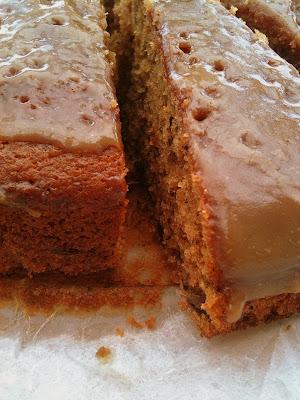 Ciasto daktylowe z polewą toffi